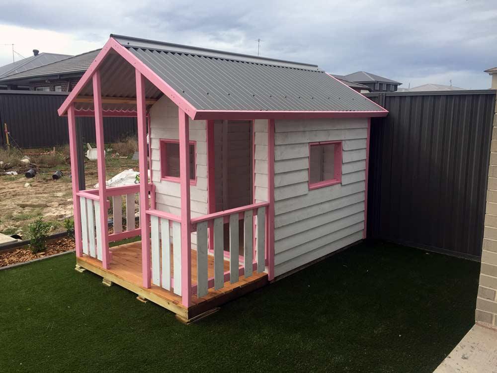 kids medium-sized cubby house with covered verandah